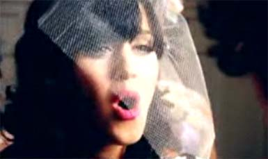 Katy Perry - Hot N Cold Music Video