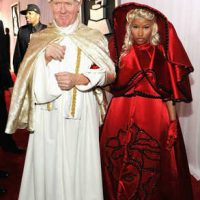 Photo of Nicki Minaj with look-a-like Pope at Grammys