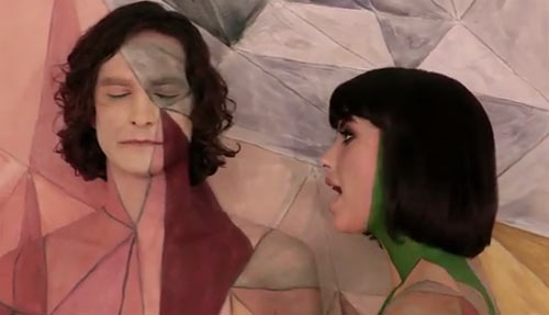 Photo - Gotye with singer Kimbra in the video Somebody That I Used To Know 