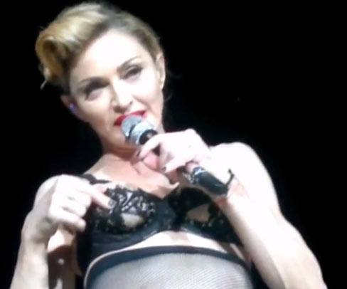 Photo – Madonna perform in Turkey MDNA Tour Human Nature