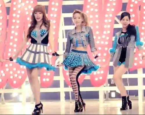 Photo - TaeTiSeo in the music video for Twinkle