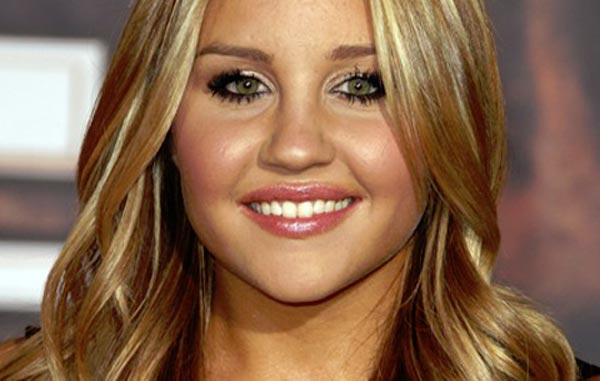 Actress/singer Amanda Bynes charged with driving on suspended license