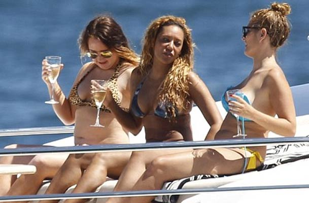 Mel B on Sydney Harbour with girl friends aboard yacht