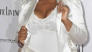 Jennifer Hudson wearing all white.