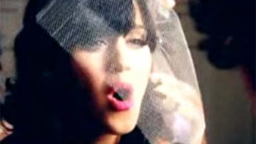 Katy Perry – Hot N Cold Music Video