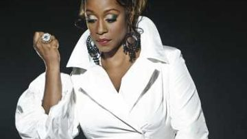 Photo of singer Regina Belle