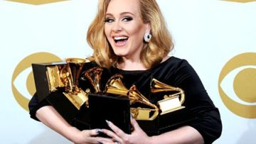 Photo – British singer Adele won 6  at 2012 Grammy Awards (Picture)
