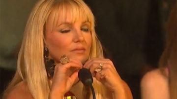Britney-Spears-soaks-in-Diamond-White