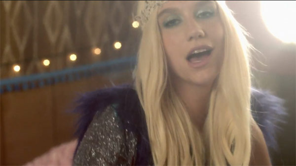 Kesha in the music video CMon