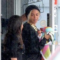 Beyonce follows behind Blue Ivy and Jay-Z at Zoo Birthday Gift