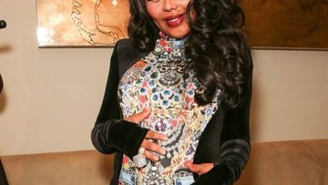 Lil Kim pregnant shows off baby bump